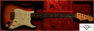 Fender Custom Shop 1964 Stratocaster 3-Tone Sunburst Closet 019